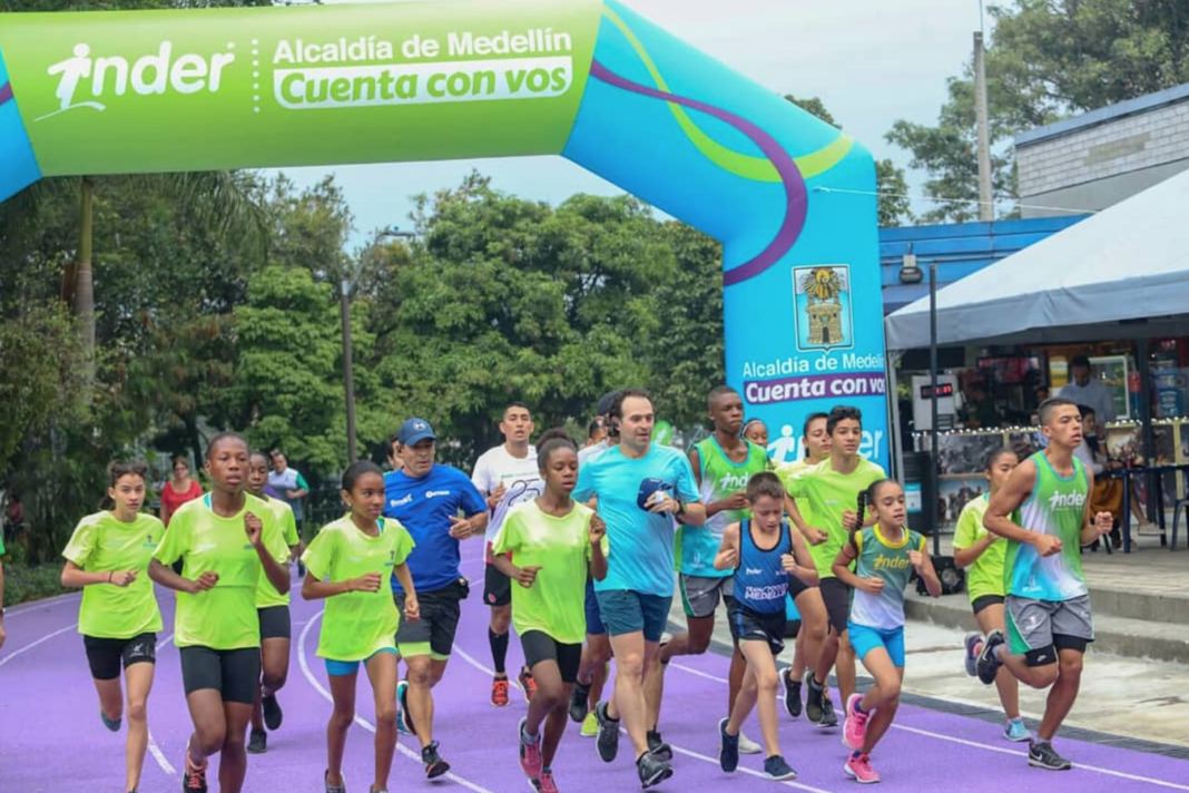 La Unidad Deportiva de Belen estreno su nueva pista de atletismo