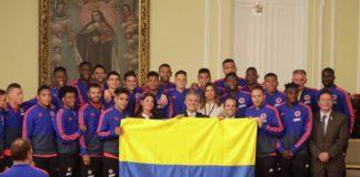 seleccion colombia recibio la bandera por parte del presidente duque