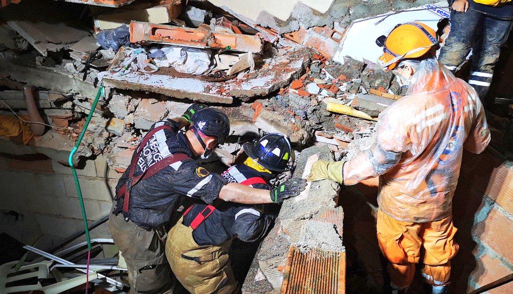 Tres muertos deja colapso de Edificio en Medellin